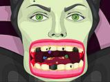 Малефисента лечит зубы