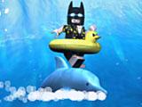 Лего фильм Бэтмен катается на дельфине